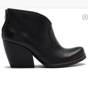 KORKS Shamira Black Leather Ankle Boots Sz 10